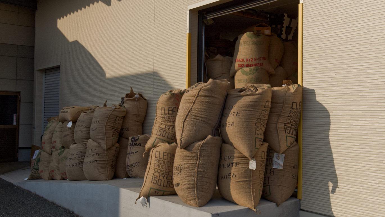 いづみや珈琲 湿度管理を行う専用倉庫